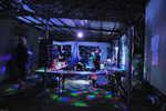 Grillen im Disco-Licht